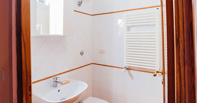 Bagno Esterno Privato : Camera singola con bagno privato esterno u sani tourist house